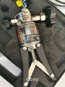 SUPERB KELLER HTP1 700 BAR (10000 PSI) hand Pump with carry case